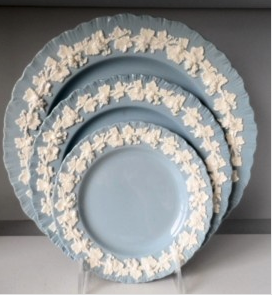 An example of Queensware dinner service