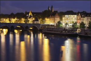 Maastricht along the Meuse River www.nyenrodealumni.nl